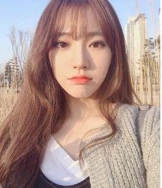"Resultado de imagem para see-through bangs"" Long Hair With Bangs, Haircuts With Bangs, Cool Haircuts, Fringe Hairstyles, Box Braids Hairstyles, See Through Bangs Korean, Korean Beauty, Asian Beauty, Korean Bangs Hairstyle"