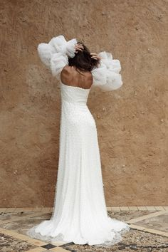 Wedding Looks, Bridal Looks, Bridal Style, White Gowns, Elegant Wedding Dress, Dream Dress, Wedding Styles, Wedding Ideas, Skirt Fashion