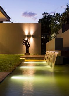 House Sar by Nico van der Meulen Architects. Water feature executed by Freehand Studio. Waterfall Design, Garden Waterfall, Small Waterfall, Backyard Lighting, Outdoor Lighting, Lighting Ideas, Modern Water Feature, Les Cascades, Architect House