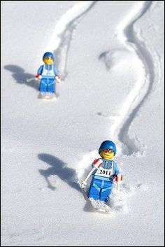 LEGO skiers