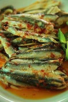 SALAMURA HAMSİ Fish Recipes, Seafood Recipes, Cooking Recipes, Food N, Food And Drink, Turkish Recipes, Ethnic Recipes, Fish And Chips, Fish Dishes