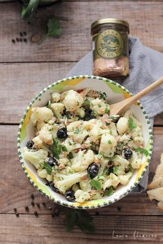 Salata de conopida, ton Lotka si masline detaliu Baby Food Recipes, Keto Recipes, Dessert Recipes, Cooking Recipes, Healthy Recipes, Always Hungry, Food Platters, Soul Food, Food To Make