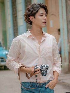 Hot Korean Guys, Cute Asian Guys, Korean Men, Asian Actors, Korean Actors, Park Bo Gum Cute, Beautiful Boys, Beautiful People, Park Bo Gum Wallpaper
