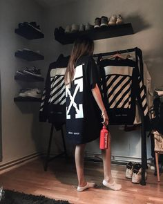 Rate this room 🤔 📷 - All Black Fashion, Dope Fashion, Urban Fashion, Hypebeast Girl, Hypebeast Room, Home Design, Mode Outfits, Fashion Outfits, Men With Street Style