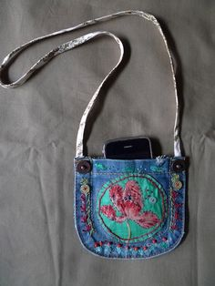 Blue Jean Purses, Recycle Old Clothes, Recycling, Back Bag, Denim Purse, Denim Crafts, Recycled Denim, Small Bags, Purses And Bags