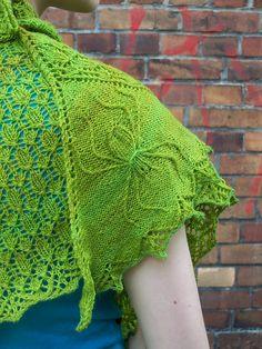 Ravelry: friendly neighbourhood spider-shawl pattern by Lotta Groeger