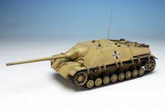 Girls und Panzer Panzer IV/70 (V) Range Kuromorimine Girls High School - 1/35 Scale | 4545782035506 | 1/35 ガールズ&パンツァー IV号駆逐戦車/70 (V)ラング 黒森峰女学園