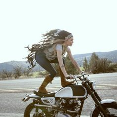 lemoncustommotorcycles:Wayyyy too rad not to share immediately@fevvvvaa @leticiacline by caffeineandgasoline.dn http://ift.tt/1xevTUq