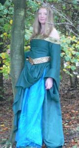 How to recover a bought bodice to make your own costume gown,for LOTR ,GOTHIC ,Medieval and Victorian styles