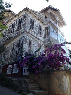 Heybeliada Vernacular Architecture, Door Knockers, Urban Planning, Historic Homes, Istanbul, Abandoned, Louvre, Cartier Jewelry, Island