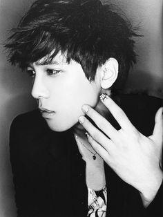 Lee Hong Ki of FT Island & his love of nail art. Probably the only guy I like with nails better than mine. Hot Korean Guys, Cute Korean, Korean Men, Asian Men, Asian Guys, Asian Actors, Korean Actors, Korean Idols, Kpop