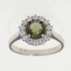 Krásný stříbrný prsten s broušeným jihočeským vltavínem Hmotnost: 2,90 g Prsteny ve velikosti: 54 Materiál: Stříbro 925/1000, rhodiovaný povrch zabraňující oxidaci a černání Silver Rings, Engagement Rings, Sterling Silver, Jewelry, Certificate, Enagement Rings, Wedding Rings, Jewlery, Jewerly