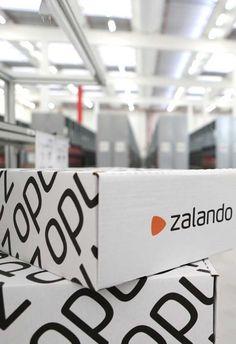 Los ingresos de Zalando ascendieron a 3.600 millones de euros en 2016  Zalando vio sus ingresos aumentar en un 23 por ciento a 3,6 mil millones de euros el año pasado. Y por primera vez, la plataforma de moda en línea alemana rompió la barrera de ingresos de mil millones de euros en un solo trimestre. La compañía tiene planes de abrir un almacén satélite en Suecia a finales de este año, que será similar a los almacenes que ya opera en Francia e Italia.  Zalando compartió esta noticia durante…