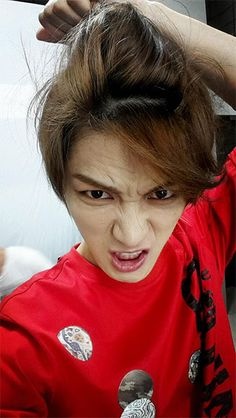 Selca Central: Jaejoong Teaches Us How To Take Better Selfies