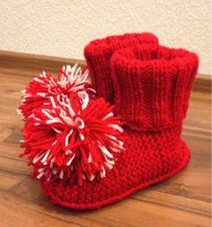 Arkimamman Arkiralli: Varsitossukat ja nenäpäivä Knitting Socks, Knit Socks, Mittens, Babe, Slippers, Diy, Decor, Fingerless Mitts, Decoration