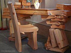 Livio de Marchi bureau livres et chaises sculptés en bois