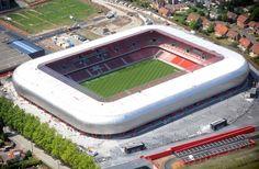 Estadio du Hainaut es un estadio multiusos ubicado en la ciudad de Valenciennes, en Francia. Acoge los partidos de local del club de fútbol Valenciennes FC de la Ligue 1. Es el principal escenario deportivo de la ciudad y posee una capacidad para 25.000 espectadores.