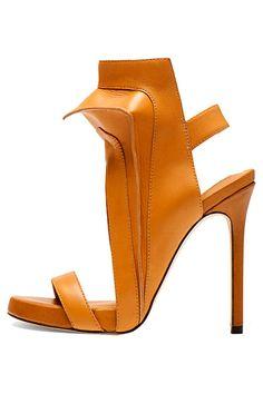 Camilla Skovgaard -- so avant garde, totally unwearable, but I admire the sculptural sleekness