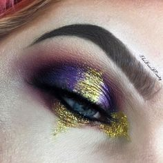 ❌Gold Rush❌ Inspired by a @lilacbat look. @meltcosmetics Promiscuous, Dark Matter and Lovesick. @jeffreestarcosmetics Courtney and China White from the Beauty Killer palette.  @sugarpill Goldilux @starcrushedminerals Golden Ticket glitter. @eylureofficial @vegas_nay Grand Glamor lashes. @nyxcosmetics Micro Brow Pencil in chocolate. @anastasiabeverlyhills dip brow pomade in medium brown.