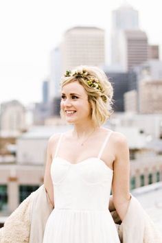 22 Wedding Hairstyles for Short Hair: Updos, Half-Up & More - greenery flower crown on blonde bride {ANGELA & EVAN PHOTOGRAPHY} These absolutely gorgeous wedding hairstyles for short hair are sure to inspire your wedding-day look. Short Hair Updo, Short Hair Styles, Short Hair Brides, Bride With Short Hair, Short Hair Headband, Wavy Hair, Wedding Hair For Short Hair, Wedding Hair Tips, Tousled Hair