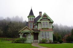 The Drain family house, Oregon. Victorian house with small tower. Victorian Architecture, Architecture Design, Beautiful Buildings, Beautiful Homes, Portland, Art Nouveau, Victorian Style Homes, Victorian Farmhouse, Farmhouse Homes
