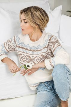 Oppskrifter – Camilla Pihl Strikk - Lilly is Love Love Knitting, Fair Isle Knitting, Knitting Patterns, Raglan Pullover, Icelandic Sweaters, Sous Pull, Mode Outfits, Iris, Knitwear