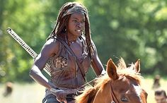 S4 E1 Michonne looks exquisite riding a horse. I'd love to go horseback riding with her! Walking Dead Season 4 Q4y Preview 06