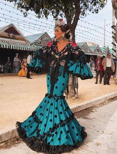 Rocío Osorno vestida de flamenca en la Feria de Abril B Fashion, Abaya Fashion, Women's Fashion Dresses, Fashion Photo, Kitenge, Naeem Khan, Cheongsam, Lehenga, Flamingo Dress