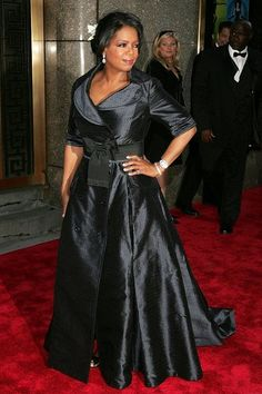 Oprah Winfrey Photos - Television personality Oprah Winfrey attends the Annual Tony Awards at Radio City Music Hall June 2006 in New York City, New York. - Annual Tony Awards At Radio City Music Hall - Arrivals Oprah Winfrey Show, African Wear, Hollywood Glamour, Formal Gowns, Evening Gowns, Evening Dresses Plus Size, Plus Size Fashion, Ideias Fashion, Fashion Ideas