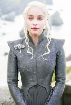 Finally dressed like a proper Targaryen <<< I actually hate that... Dany can dress any way she wants and shouldn't have to dress like a proper anything. She should dress how she wants