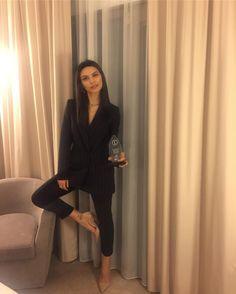 Leyla Tanlar, Turkish Beauty, Turkish Actors, Kara, Actors & Actresses, Cool Photos, Street Style, Style Inspiration, Elegant
