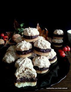 Oblačići – Recepti na brzinu Christmas Sweets, Christmas Baking, Sandwich Cookies, Cake Cookies, Baking Recipes, Cookie Recipes, Christmas Biscuits, Czech Recipes, Sweet Cakes
