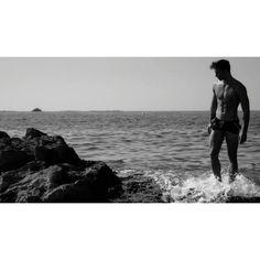 VIDEO - A beautiful beach set with Spanish male model Natán de Segovia showing…