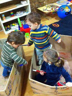 La cuca, espai de criança: Jugar amb caixes