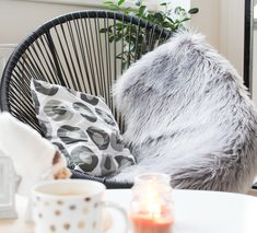 This chair is all you need to make yourself comfortable. Interior Styling, Interior Decorating, Interior Design, Decorating Ideas, Living Room Decor, Furniture Design, Sweet Home, House Design, Ova