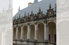 Chateau de la Rochefoucauld: galeries 3° étage - 1) HISTORIQUE, 29: ... et dont le mobilier fut lui-même vendu aux enchères en 1987. Le château, vidé, resta inhabité pendant de longues années. Pendant la Deuxième Guerre Mondiale, il servira de dépôt d'archives, puis livré aux troupes d'occupation, il en sortira dans un état de délabrement avancé, qui ne fit que s'aggraver 40 ans plus tard.