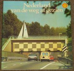 Frans den Houter ~ Nederland van de weg af gezien. Op voorraad - € 1,95