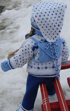 Strikkeoppskrift for nydelig skidress til dukke