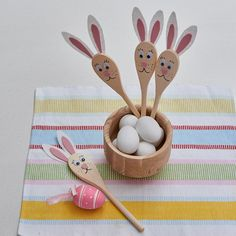 Use these bunny spoons to mark the 'warm' spots on your Easter egg hunt or to decorate an Easter table. Easter Table, Easter Eggs, Egg Hunt, Easter Recipes, Easter Crafts, Spoons, Bunny, Ideas, Decor