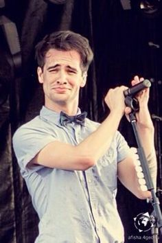♡ pinterest: @BruhItsAz ♡ my face when my mom says to stop listening to those 'crappy' bands...