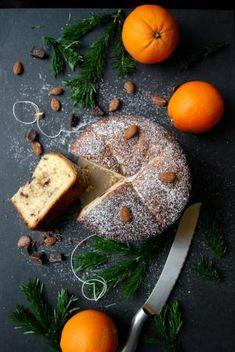 Italiaanse Panettone met chocolade en zeste van sinaasappel