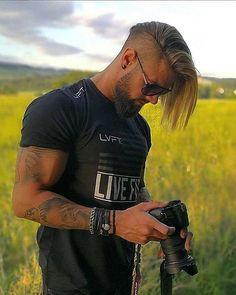 1 314 mentions J'aime, 5 commentaires - Streetstyle Choice ( . Trendy Mens Hairstyles, Undercut Hairstyles, Cool Haircuts, Haircuts For Men, Undercut Pompadour, Undercut Hair Men, Trendy Hair, Hair And Beard Styles, Long Hair Styles