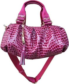 Beautiful puce women's handbag as well as a wide array of women's handbags and other fashion accessories available for importation from China at - http://www.made-in-china.com/special/bag/#special1