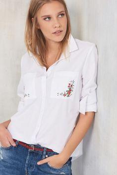 Beyaz Nakışlı Poplin Gömlek