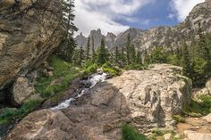 Rocky Mountain National Park - Sur la route après le Bear Lake - Colorado - décor grandiose de montagne