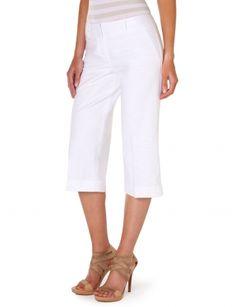Good fitting white capri--closet staple