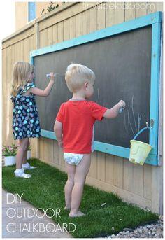 diy lav en stor tavle til udendørs og til børn i haven