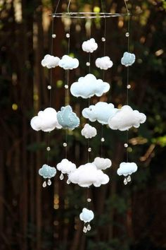 Móbile de nuvens de feltro e cristais Swarovski / Blue and White Felt Cloud Mobile with Swarovski by byAllySen, Baby Crafts, Felt Crafts, Diy And Crafts, Cloud Mobile, Baby Mobile, Felt Diy, Nursery Inspiration, Crafty Craft, Baby Sewing