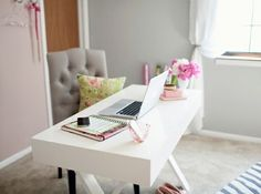 Simple and neat looking desk area.