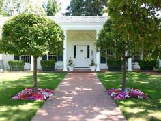 Control Attraction: 20 Modest but Stunning Entrance Yards - http://www.interiorblogdaily.com/other-ideas/control-attraction-20-modest-but-stunning-entrance-yards/  Attraction, Control, Entrance, Modest, Stunning, Yards